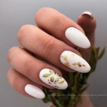 маникюр есен в бяло