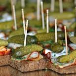 парти хапки с кисела краставица