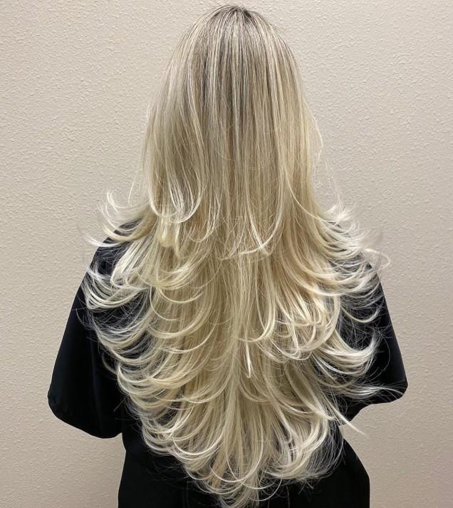 дълга коса на етажи