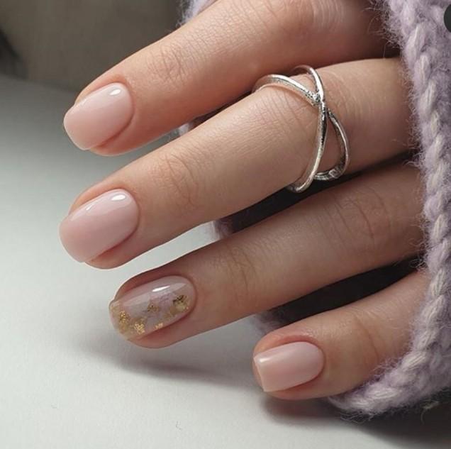 Ефектен маникюр за къси нокти