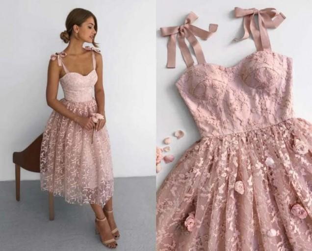 нежна рокля с корсет