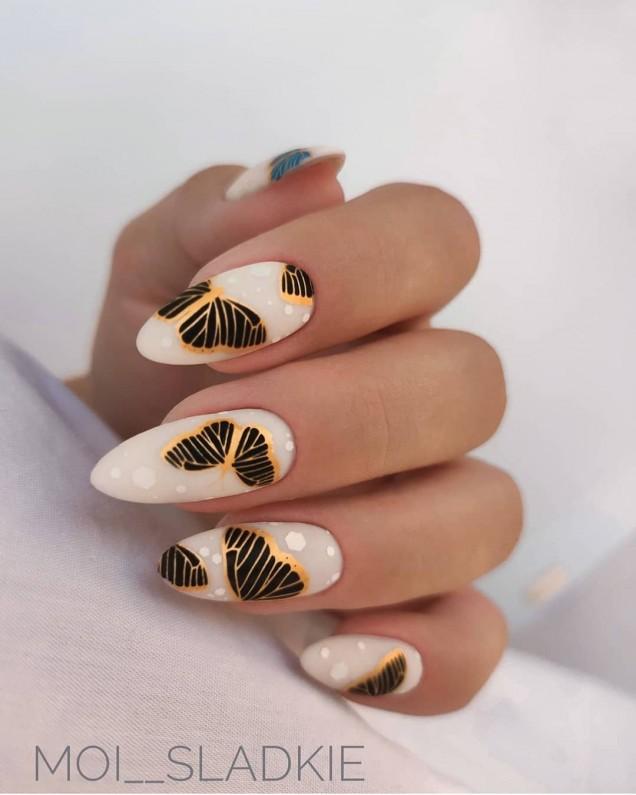 есенен маникюр с пеперуди
