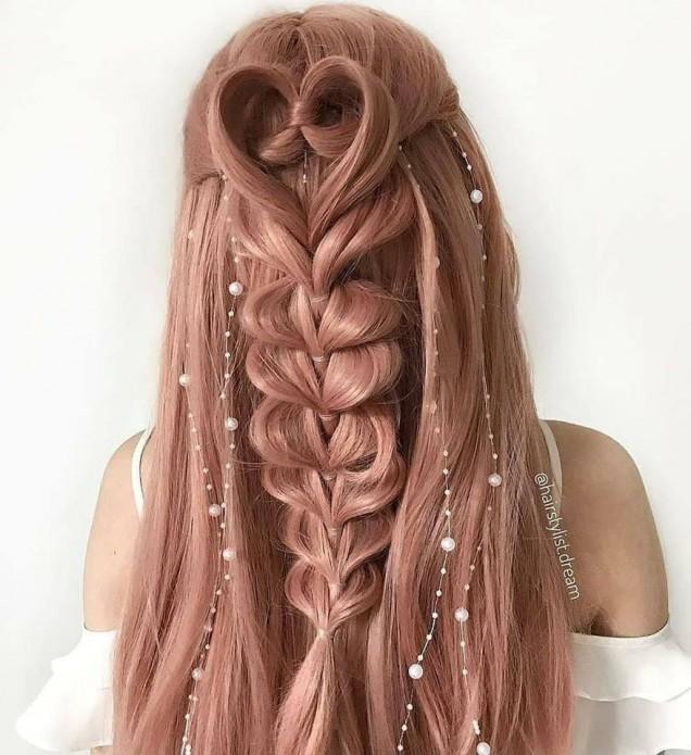 сърце от плитка в косата.jpg
