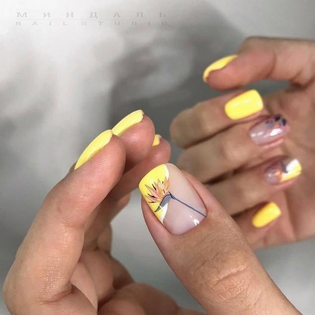 жълт мат маникюр