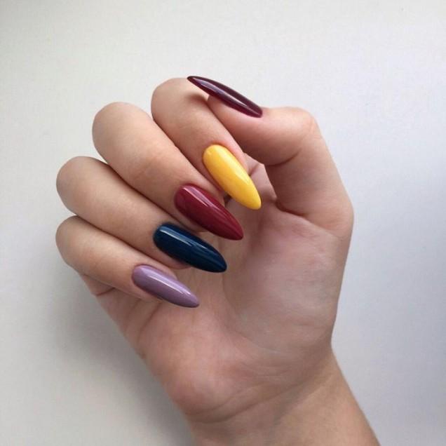 маникюр в различни цветове
