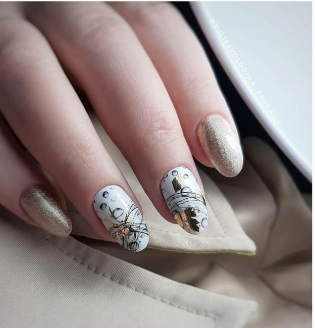 бял есенен маникюр със златно
