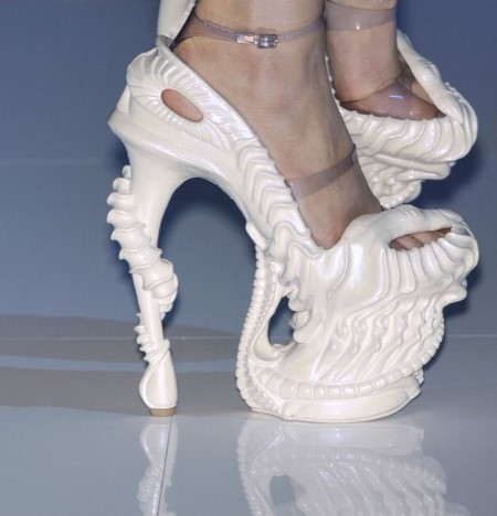 ужасно грозни обувки