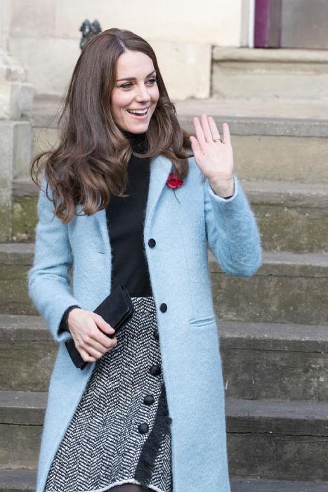 Кейт Мидълтън красиво палто