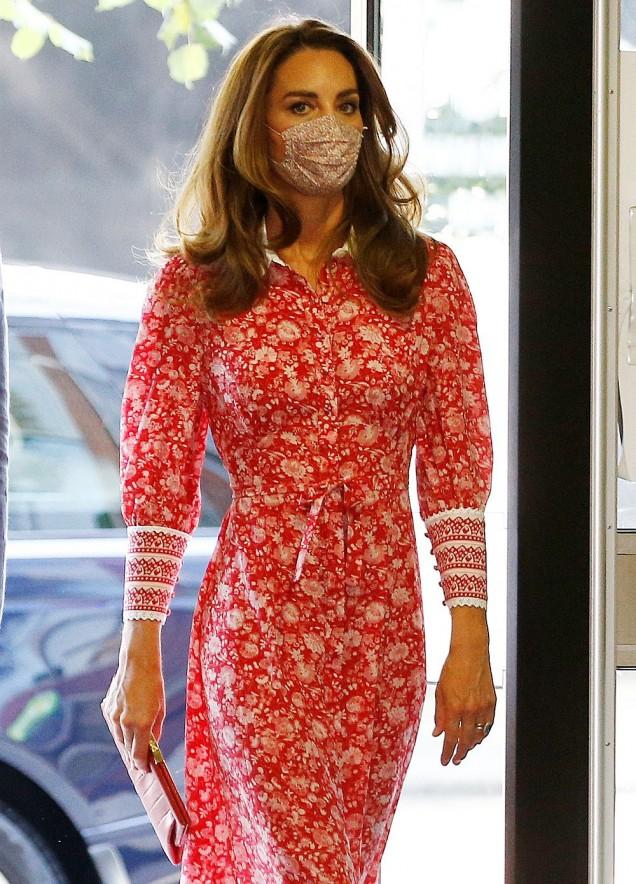 Кейт Мидълтън цветна рокля