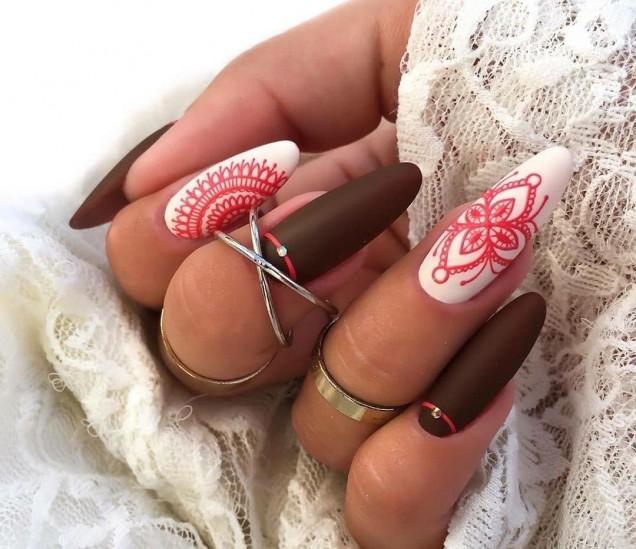 елегантен маникюр в шоколадово