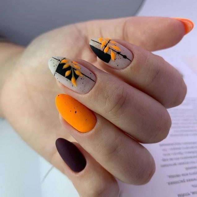 ярък есенен маникюр оранжево
