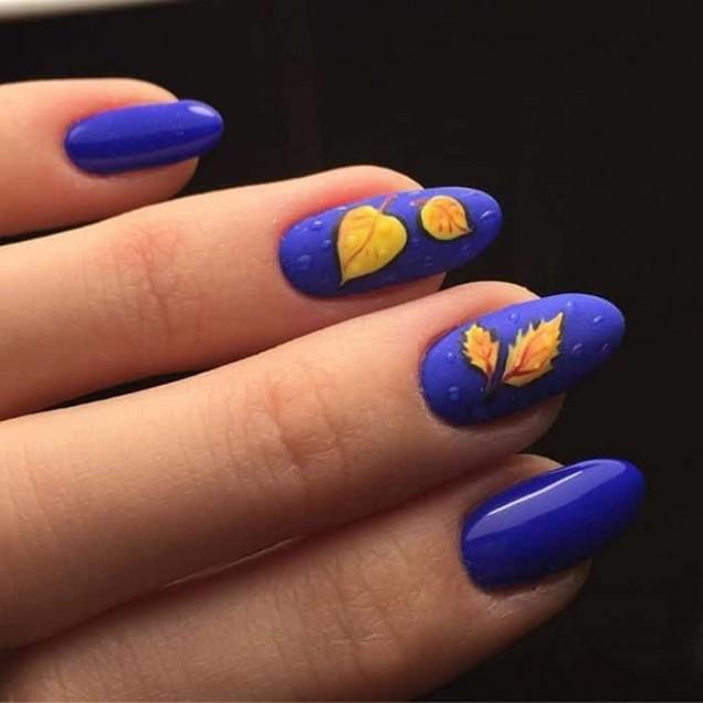 син маникюр есенни листа