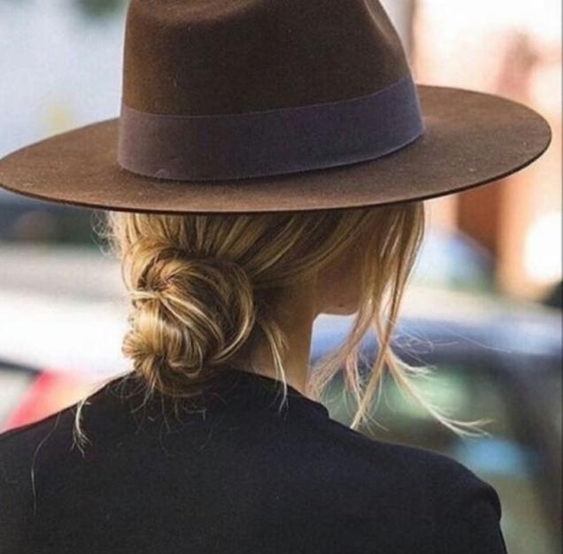 нисък кок с шапка