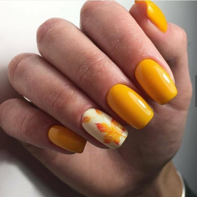 слънчево жълт маникюр