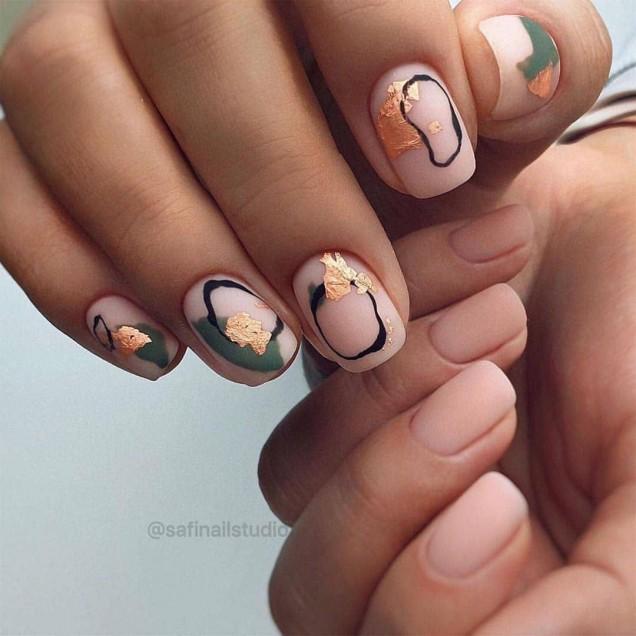 ефектен есенен маникюр къси нокти