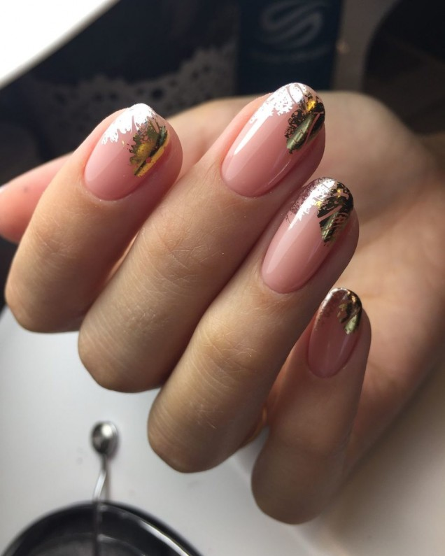 гол маникюр златно фолио