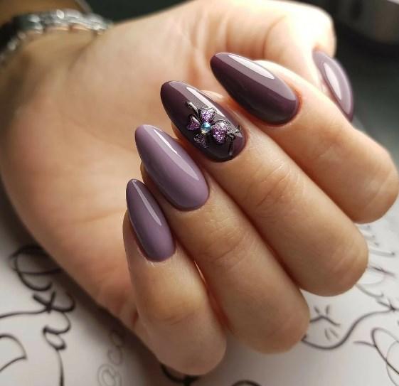 въздушен лилав маникюр