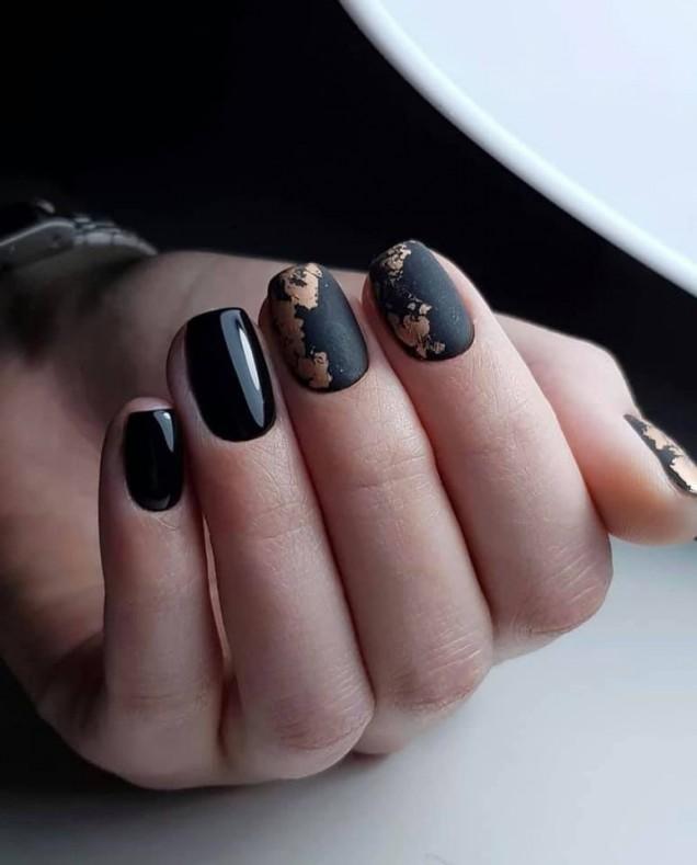 черни къси нокти.jpg