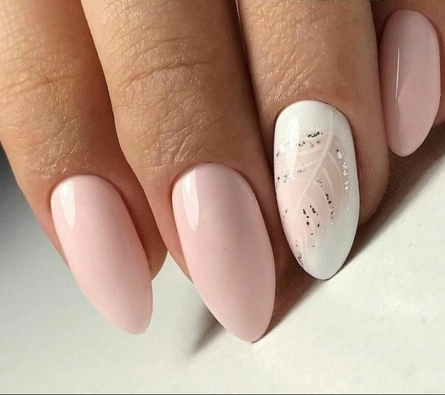 ефирен маникюр в розово