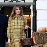 Мелания Тръмп карирано палто