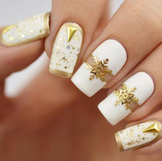 бял зимен маникюр със злато