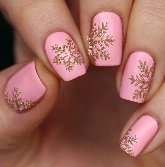 къс розов маникюр зима