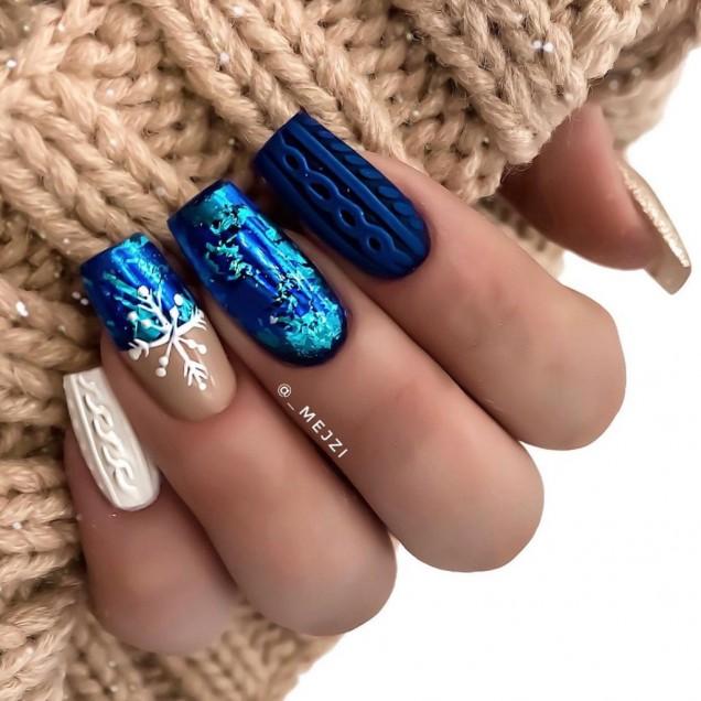 плетен зимен маникюр синьо