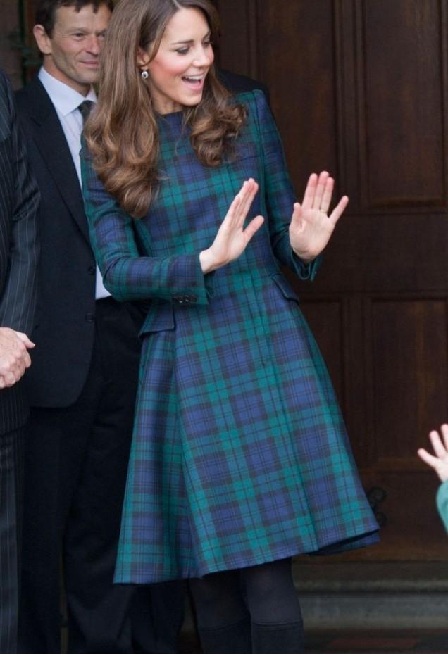 Кейт Мидълтън карирана рокля