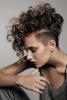 обръсната прическа за къдрава коса