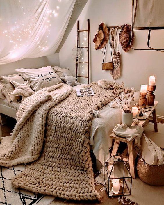 спалня с балдахин