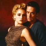 """4. Майкъл Дъглас и Шарън Стоун (детектив Ник Къран и Кетрин Трамъл, """"Първичен инстинкт"""")"""