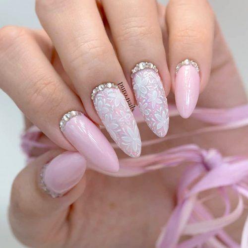 розов маникюр с кристали