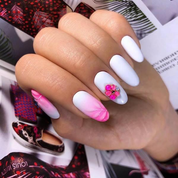 овален омбре маникюр в розово