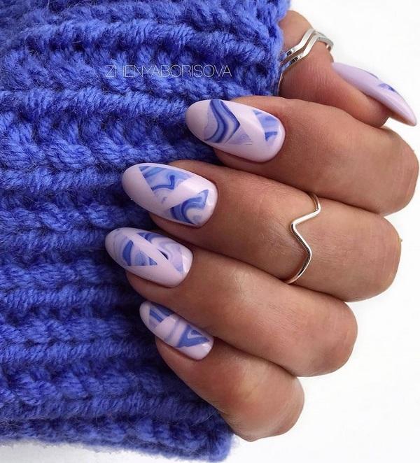 овален маникюр в синьо