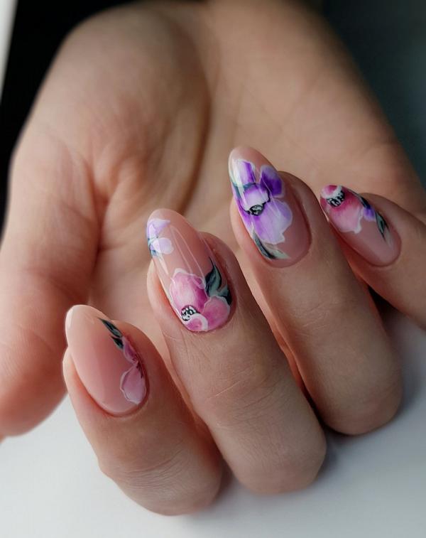 гол маникюр цветя