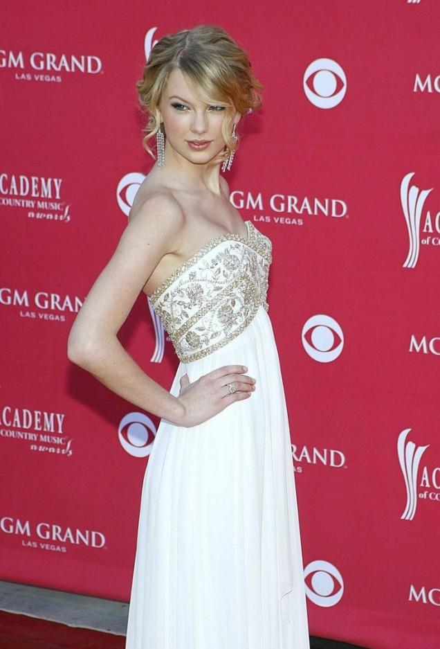 Тейлър Суифт и балните рокли