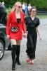 Софи Търнър и червеният блейзър