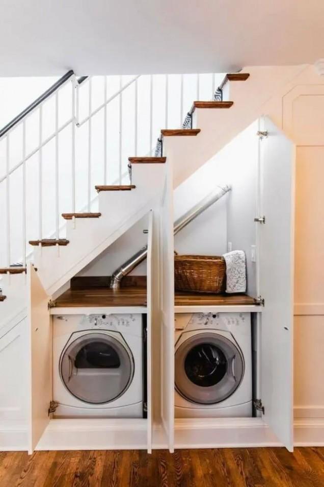 пералня под стълбището