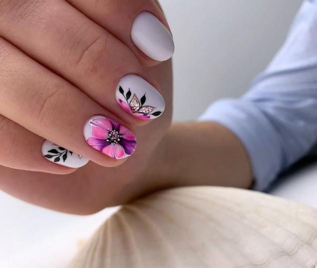 къс маникюр пролетни цветя