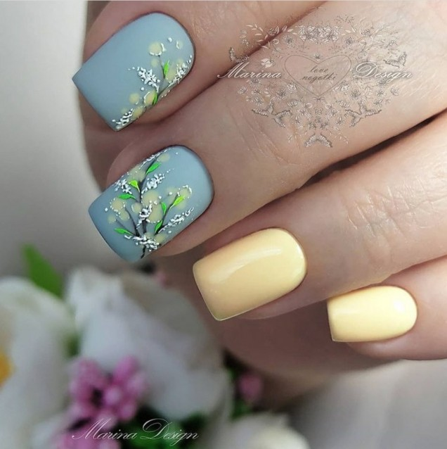 Френски маникюр с пеперуди