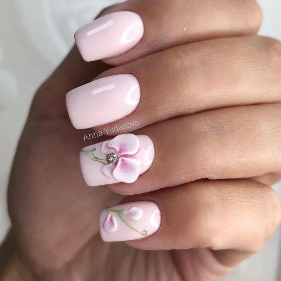 квадратен розов маникюр орхидея