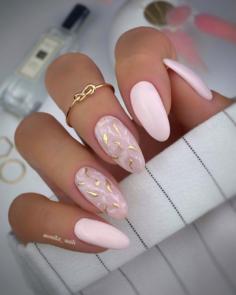 бледо розово
