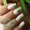 бяло със зелено