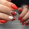 червен маникюр пеперуди
