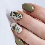 пастелен зелен маникюр