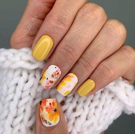 жълти маникюри