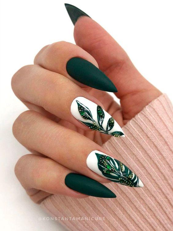 елегантен маникюр в зелено