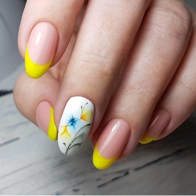 жълт френч с цветя