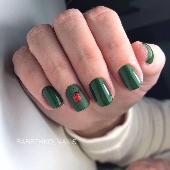 зелен маникюр с калинка