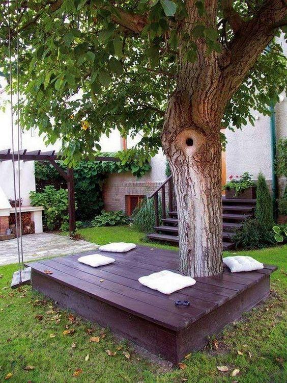 кът за отдих под дървото